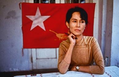 Aung San Suu Kyi Premio Nobel per la pace 1991                  (photo by Steve McCurry 1996 )